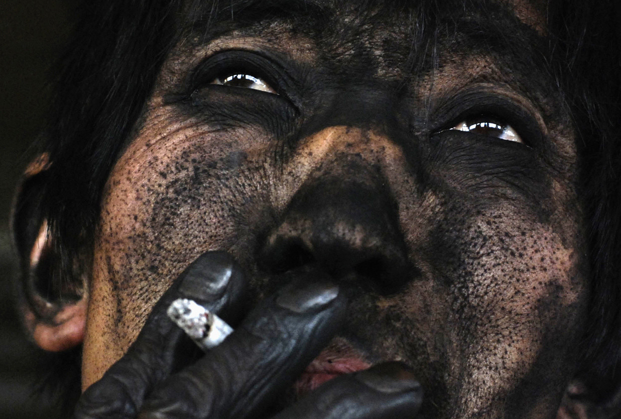 14. The face of a mine full of coal, Chinese